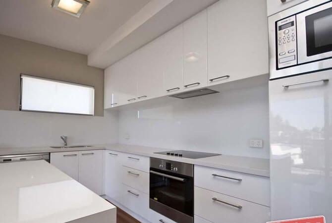 Белые модули для кухни