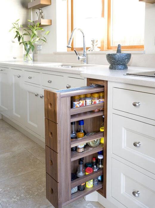 Деревянная бутылочница для кухни