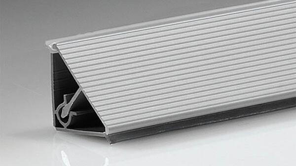 Алюминиевый плинтус для кухни