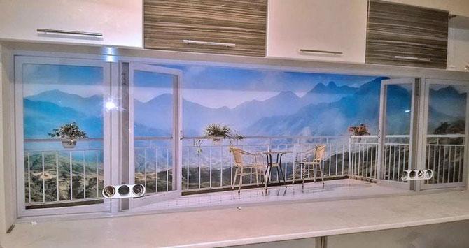 Красивый пейзаж на стеклянном фартуке