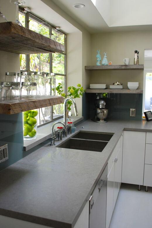 Полки из дерева для кухни