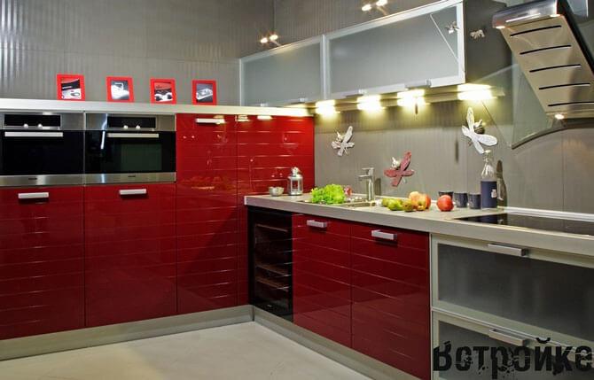 красная кухня фото