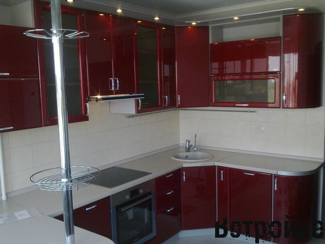 Дизайн маленькой красной кухни