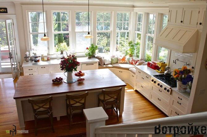 планировка кухни с двумя окнами