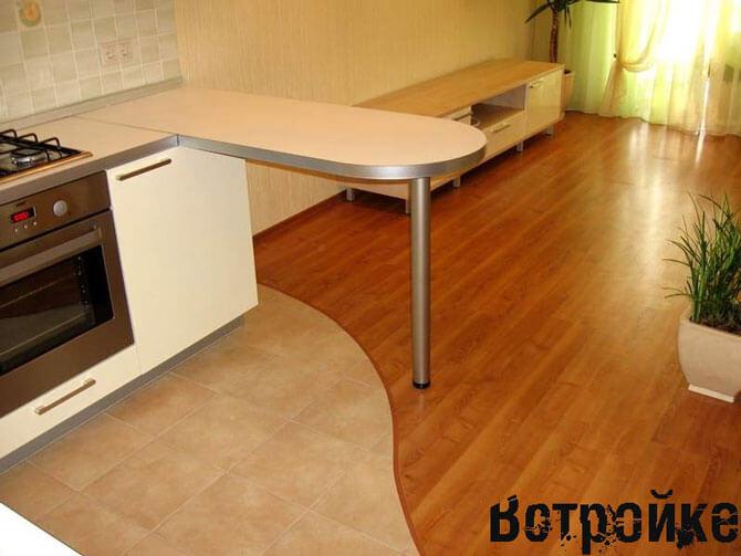 Зонирование кухни (линолеум и плитка)