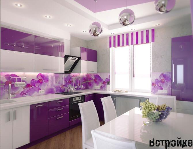 Сочетание фиолетового с белым на кухне