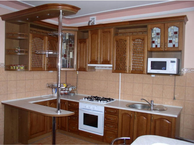 Кухни из массива дерева сделаная на заказ по индивидуальному проекту