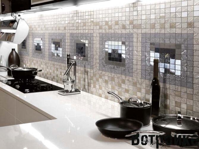 Фартук из мозаики на белой кухни