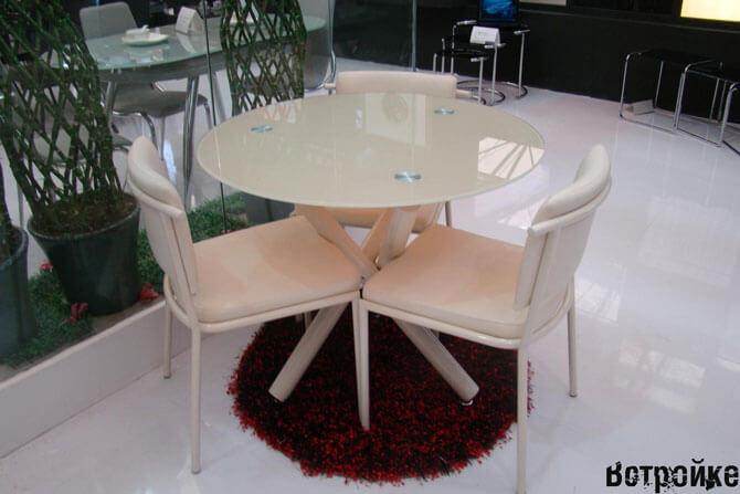 Круглый стеклянный кухонный стол
