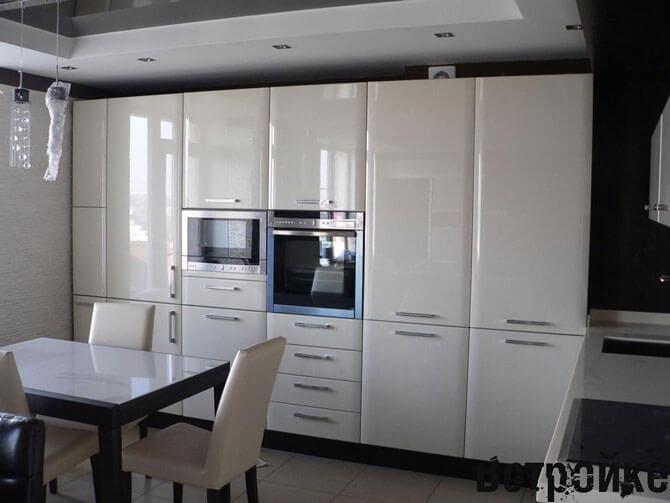 Кухня со встроенной мебелью