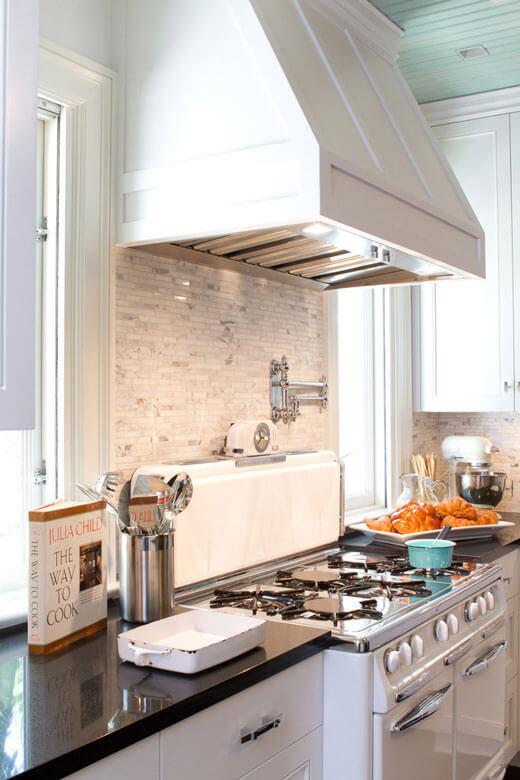 Белые вытяжки для кухни