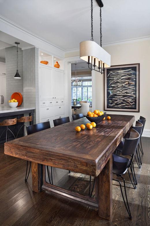 Стол из массива дерева для кухни