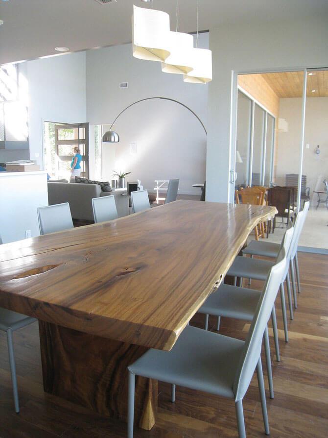 Деревянный стол из массива для кухни