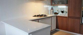 белая столешница на кухне фото