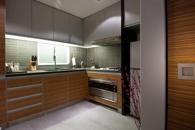 дизайн маленькой кухни в стиле хай тек