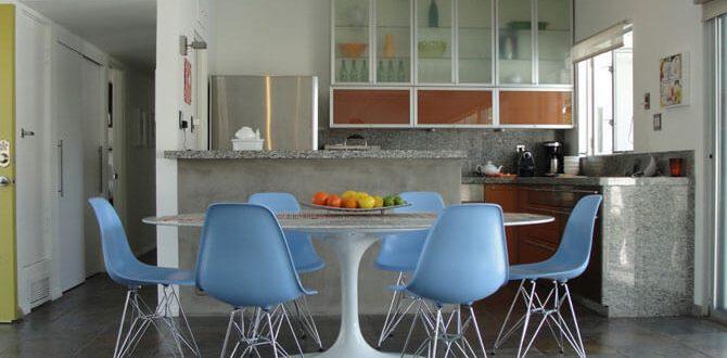 Пластиковые стулья для кухни