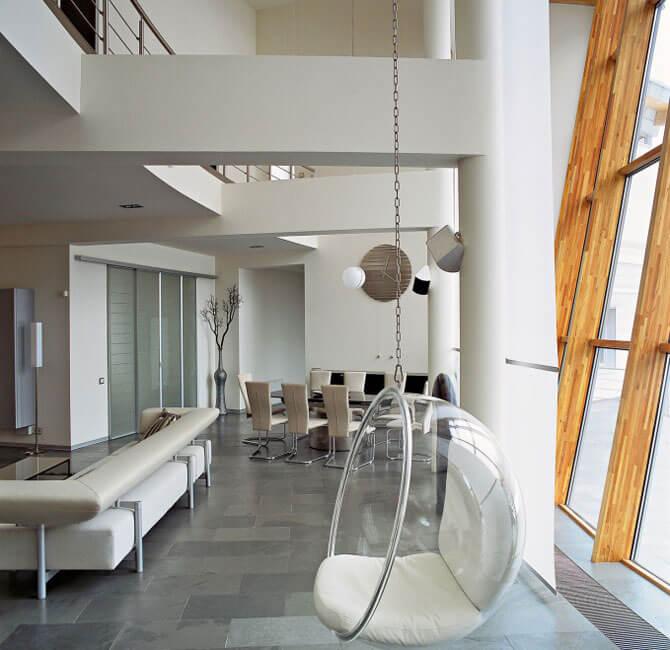 Сферическое прозрачное кресло
