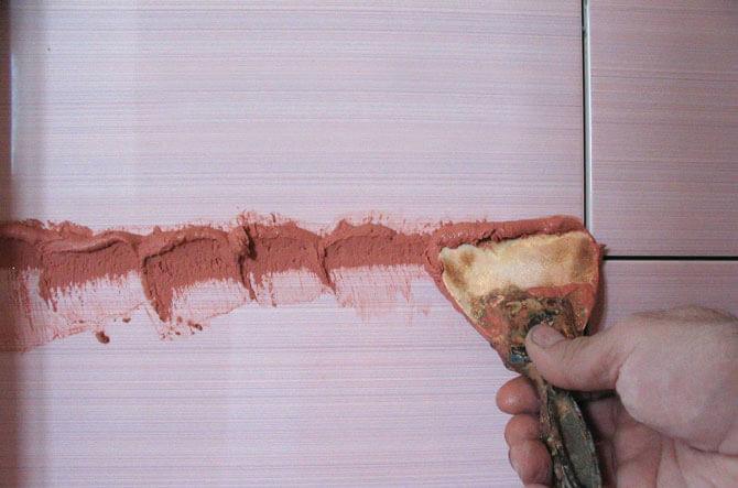 Затирка швов фартука из плитки