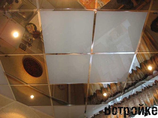 Потолок кухни из плитки