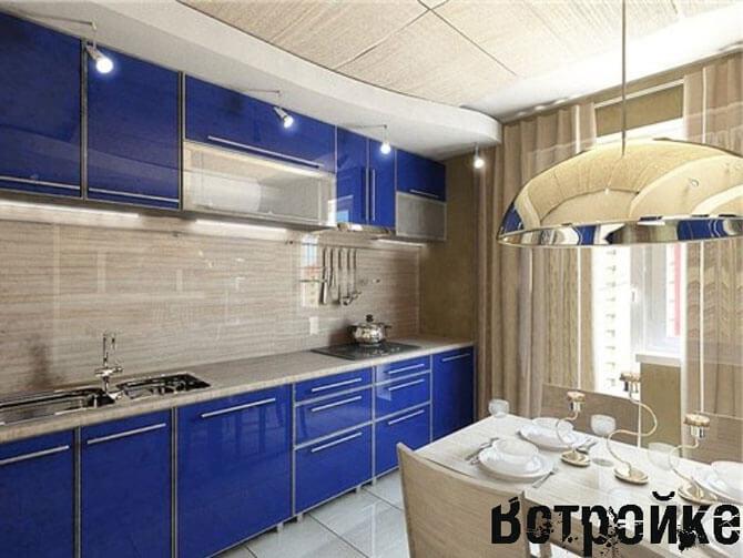 Дизайн синей прямоугольной кухни