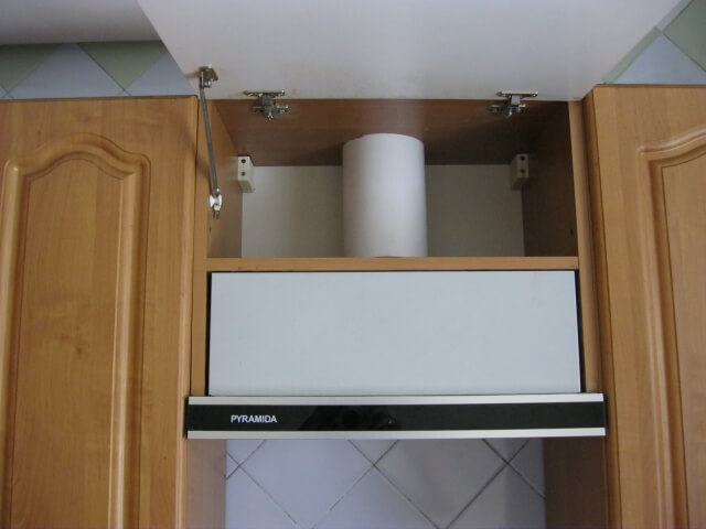 Установка вытяжки в кухонный шкаф