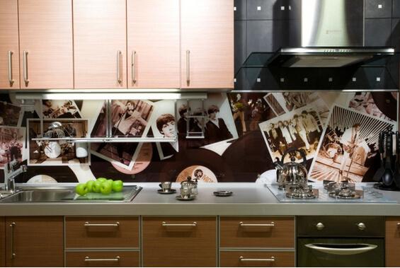 Фото коллаж на фартуке кухни