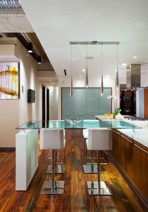Кухня со стеклянным столом