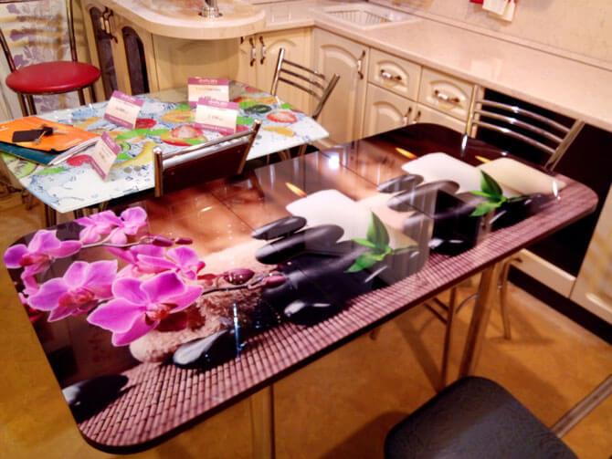 Раздвижной стеклянный стол с фотопечатью
