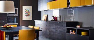 Сочетание стола с гарнитуром кухни