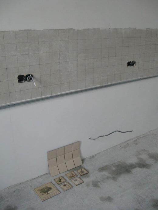 Делаем разметку на стене перед монтажом кафеля