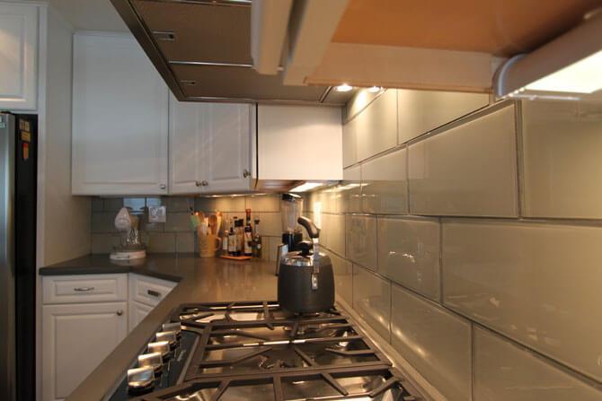 Стеклянная плитка для кухни на фартук