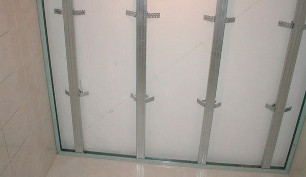 Установка каркаса на потолок
